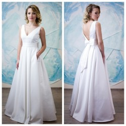 vestuvine suknele su atvira nugara, kaspinas nugaroje, kisenes sijone