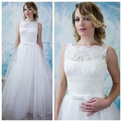 sampano spalvos vestuvine suknele su tiuliniu sijonu