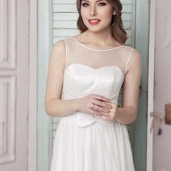 Vestuvinė suknelė, laivelio formos iškirptė