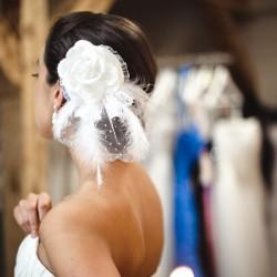 Vestuvinis papuošalas su plunksnom