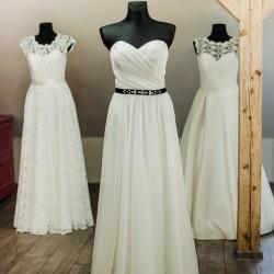 Klasikinė , vestuvinė suknelė